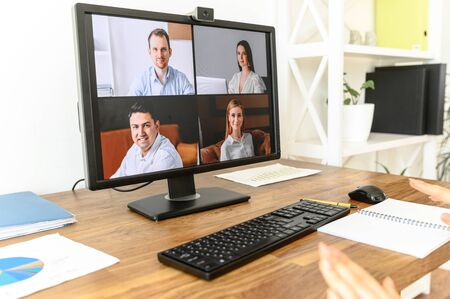 Photo pour Close up pc screen with video conference on the table. Video call, video meeting - image libre de droit