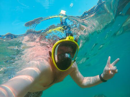 Photo pour man with snorkeling mask underwater summer sea vacation clear transparent water - image libre de droit