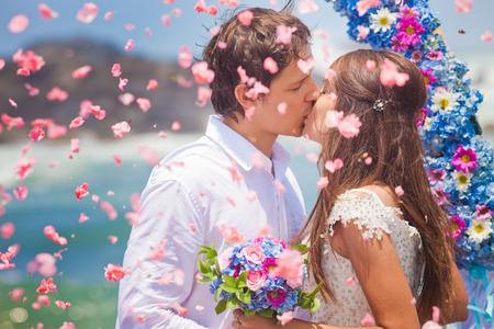 Foto de wedding couple just married with bridal bouquet - Imagen libre de derechos