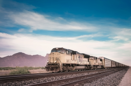 Photo pour Freight train running travelling Arizona desert - image libre de droit