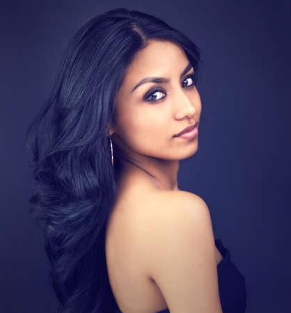 Photo pour Portrait of beautiful elegant woman's face - image libre de droit