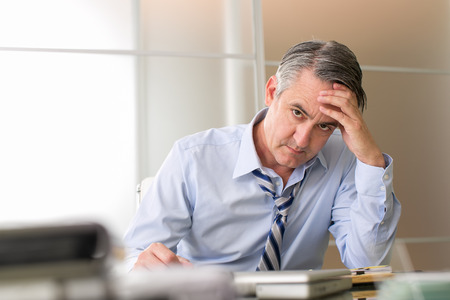 Photo pour Frustrated stressed business man in an office - image libre de droit