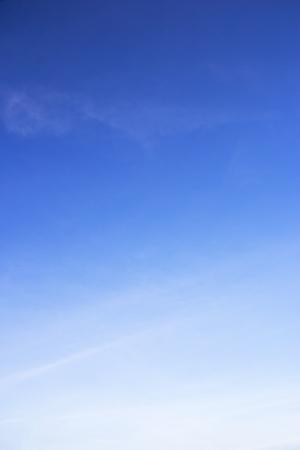 Photo pour Blue sky background and white clouds soft focus, and copy space. - image libre de droit