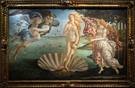 Photo pour FLORENCE, TUSCANY/ITALY - OCTOBER 19 : The birth of Venus painting in the Uffizi gallery in Florence on October 19, 2019 - image libre de droit