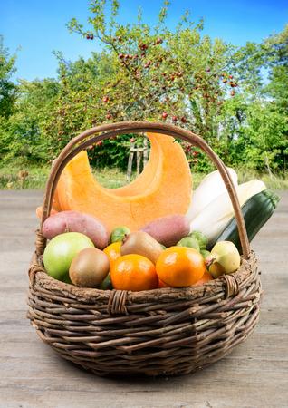 Photo pour basket of fruit and vegetables in an orchard - image libre de droit