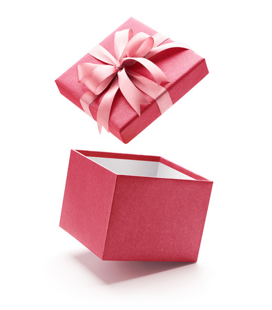 Photo pour Pink open gift box isolated on white background - Clipping path included - image libre de droit