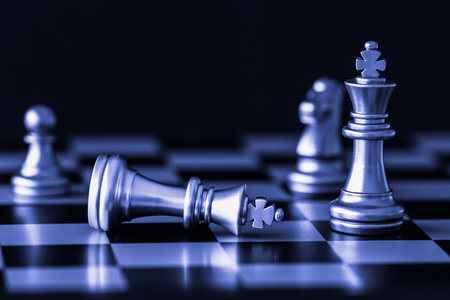 Photo pour Strategy chess battle Intelligence challenge game on chessboard. Success the strategy concept. Chess business leader and success idea. Chess strategy game business competition success play. - image libre de droit