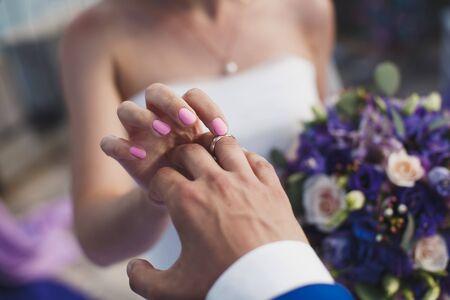 Foto für bride and groom put on the finger a wedding ring. - Lizenzfreies Bild