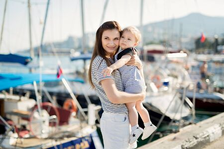 Photo pour Happy mother and son on sea yacht background. - image libre de droit