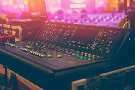 Photo pour Sound Mixer Professional Sound Engineer in Event Concert Hall - image libre de droit