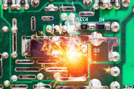 Photo pour Electricity circuit short burn out overheat chip on the PCB. - image libre de droit