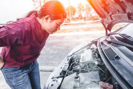 Photo pour Girl car engine overheat brake down have a trouble alone at rode side. - image libre de droit