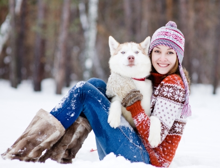 Photo pour beautiful girl in winter forest with dog - image libre de droit