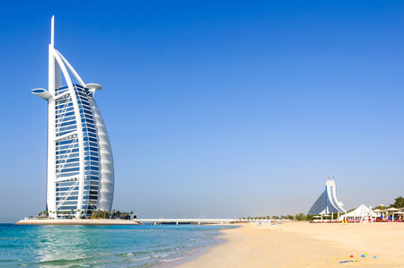 Photo pour Dubai, United Arab Emirates - January 08, 2012: View of Burj Al Arab hotel from the Jumeirah beach. Burj Al Arab is one of the Dubai landmark, and one of the world's most luxurious hotels with 7 stars. - image libre de droit