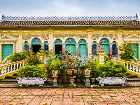 Photo pour Facade of Binh Thuy ancient house in french colonial style, Can Tho, Vietnam - image libre de droit