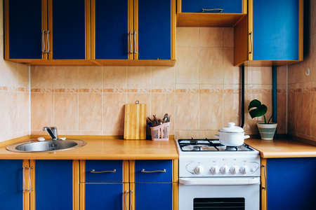 Photo pour Old simple kitchen interior design with ugly messy cabinets in need of remodel. - image libre de droit