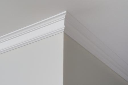 Photo pour Ceiling moldings in the interior, a detail of corner. - image libre de droit
