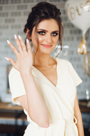 Foto de Brunette bride showing hand with wedding ring and hiding face. - Imagen libre de derechos