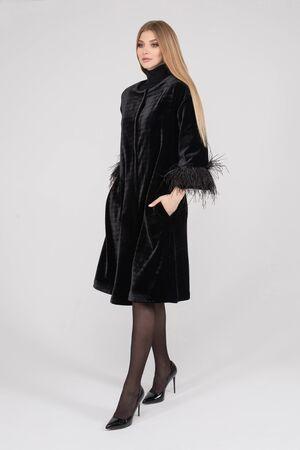 Photo pour Attractive pretty lady in stylish clothes posing in studio - image libre de droit