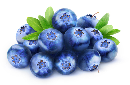 Photo pour Pile of fresh blueberries isolated on white with clipping path - image libre de droit