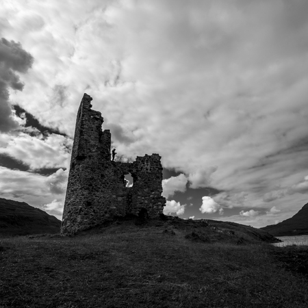 Foto per Ardvreck castle with dramatic sky - Immagine Royalty Free