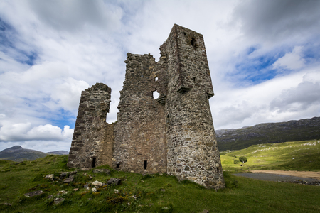 Foto per Ardvreck castle cloudy day - Immagine Royalty Free