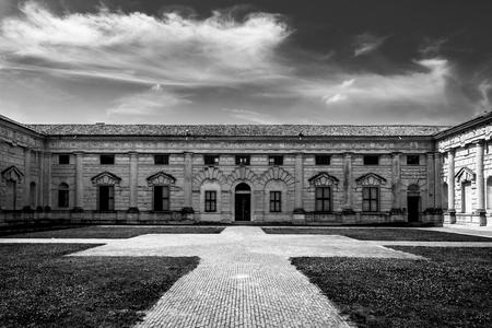 Foto per Palazzo Te Black and White simmetry - Immagine Royalty Free