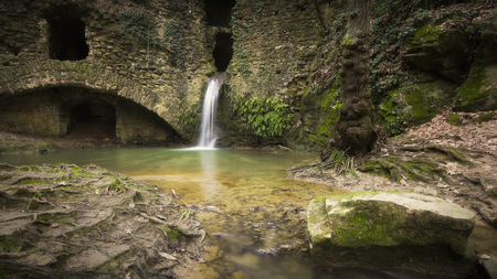Foto per Small waterfall at an abandoned mill in the forest. - Immagine Royalty Free