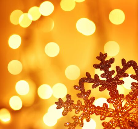 Photo pour Snowflake background border golden Christmas tree ornament and holiday decoration over abstract defocus lights - image libre de droit