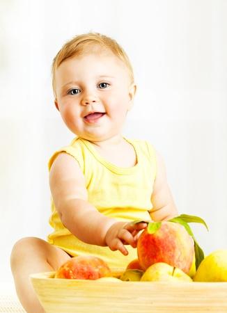 Foto de Little baby choosing fruits, closeup portrait, concept of health care & healthy child nutrition - Imagen libre de derechos
