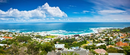 Photo pour Cape Town city panoramic image, beautiful cityscape  and beach on Atlantic ocean coast, South Africa travel - image libre de droit