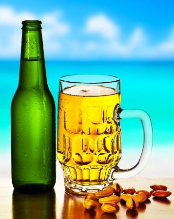 Photo pour Cold beer on the beach, refreshing alcoholic drink with nuts mix, food and beverage still life, outdoor cafe,  summer leisure, vacation travel and fun concept - image libre de droit