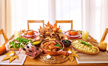 Photo pour Festive dinner at home, Thanksgiving day celebration, backed chicken, cold cuts, potato garnish, fresh green salad, traditional food for autumnal holiday - image libre de droit