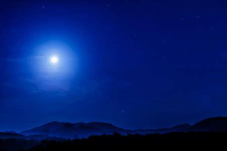 Photo pour moonlight in blue clear sky - image libre de droit