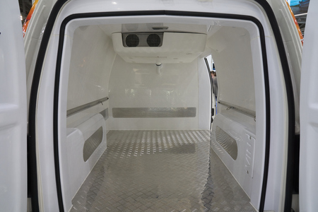 Photo pour White interior of the cargo area of the new fridge van. Refrigeration unit inside. - image libre de droit