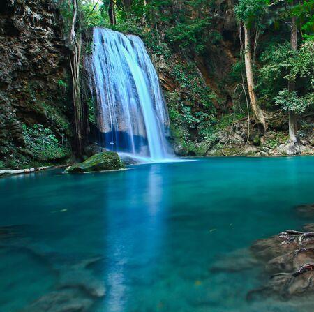 Foto de Waterfall at Kanchanaburi in Thailand - Imagen libre de derechos