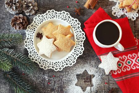 Photo pour Christmas cinnamon cookies (spice-cake),  cup of coffee and New Year's decoration. Top view - image libre de droit