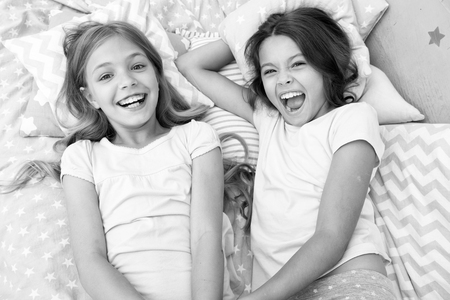 Photo pour pajama party and friendship. pajama party of two happy small kids in bedroom. friendship of small kids girls with happy faces. yeah. - image libre de droit