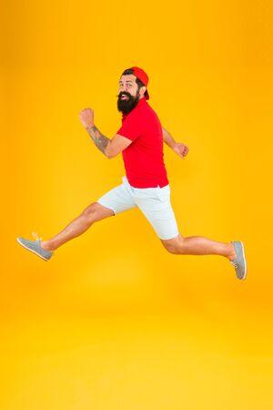 Photo pour Man celebrating by jumping on the air - image libre de droit