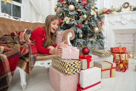Photo pour Happy new year. Winter. Opening her Christmas present. Christmas tree and presents. xmas online shopping. Family holiday. The morning before Xmas. Little girl. Child enjoy the holiday - image libre de droit