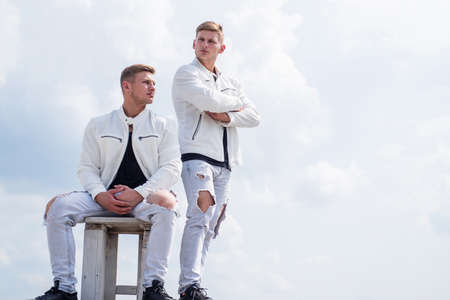 Photo pour young twin brothers with similar appearance, fashion - image libre de droit