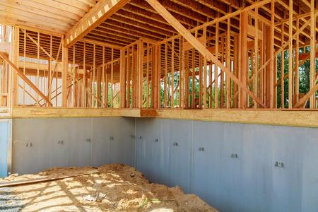 Photo pour Home Under Construction Close Up with Blue Sky New construction home framing - image libre de droit