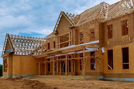 Photo pour New construction of beam construction house framed the ground up framing against a blue sky - image libre de droit