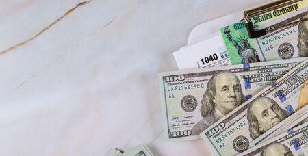 Photo pour Economic stimulus tax return check and US 100 dollar bills currency - image libre de droit