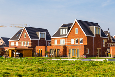 Photo pour Modern newly built houses in a family friendly suburban neighborhood in Veenendaal in the Netherlands. - image libre de droit