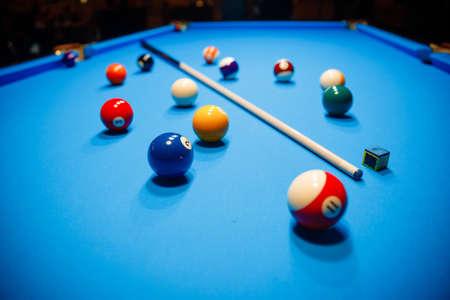 Photo pour The game of American billiards. Multi-colored billiard balls on gaming table. - image libre de droit