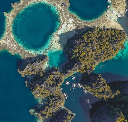 Photo pour Aerial view of the Twin Lagoon in coron island, Palawan, Philippines - image libre de droit