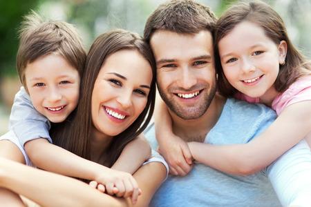 Foto de Portrait of young family - Imagen libre de derechos