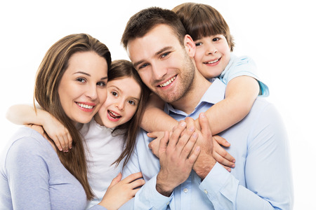 Foto de Young family with two kids - Imagen libre de derechos