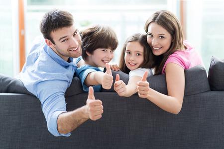 Foto de Family at home with thumbs up - Imagen libre de derechos